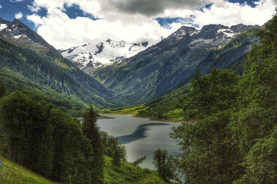 Uitzicht Tirol van Martin Van der Pluym