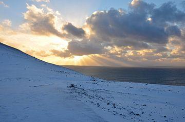 Zonsondergang boven sneeuw van Willem Holle WHOriginal Fotografie