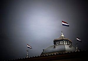 Kurhauskoepel met vlaggen