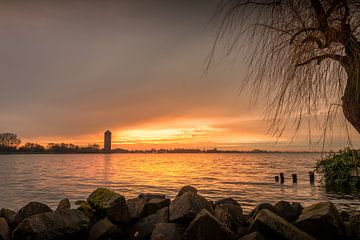 Sonnenuntergang über dem See von Johan Honders