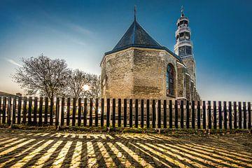 De kerk van Hindeloopen, Friesland, in het late namiddaglicht van Harrie Muis