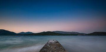 De baai van Geras in de nacht. van Pieter van Roijen