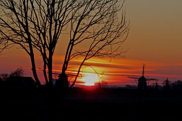 Zonopkomst met silhouet van Joost van Riel
