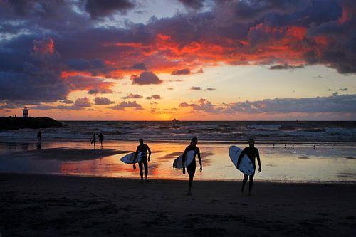 Zonsondergang na het surfen van geen poeha