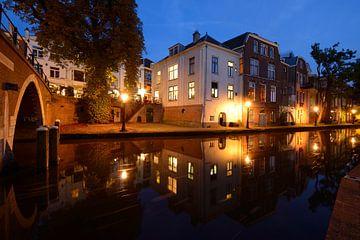 Oudegracht ter hoogte van Vollersbrug in Utrecht sur Donker Utrecht