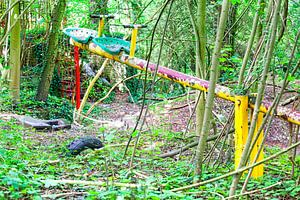 Verlaten speeltuin op de Gulperberg in Zuid-Limburg, in Nederland