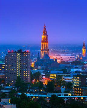 Groningen während der blauen Stunde mit Blick auf das Zentrum. von Henk Meijer Photography