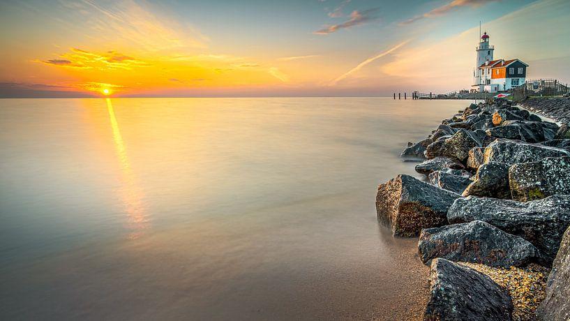 Vroege ochtend aan de kust van het eiland Marken van Fotografiecor .nl