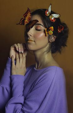 Vrouw in het paars van Iris Kelly Kuntkes