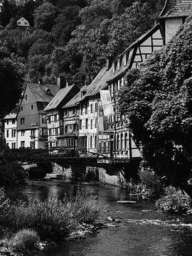 Monschau in der Eifel 1 schwarz-weiß von Jörg Hausmann