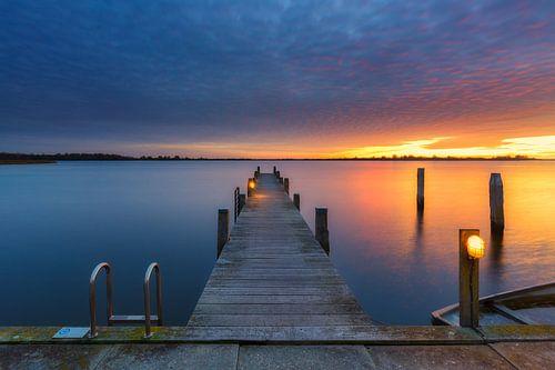 Een spectaculaire zonsondergang  boven het Lauwersmeer