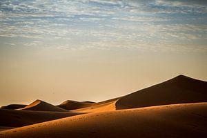 Zandduinen bij zonsopkomst