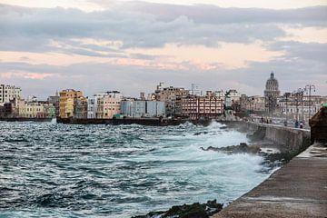 uitzicht op Havana vanaf de malecon van Eric van Nieuwland