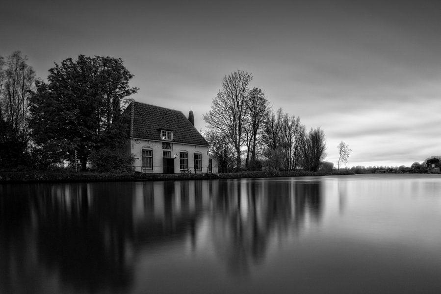 Reflecties / Veerhuis / Overschie / Rotterdam van Rob de Voogd / zzapback