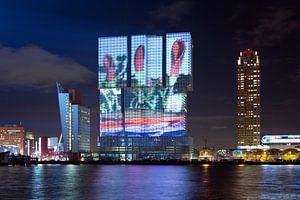 Lichtshow geprojecteerd op de Rotterdam