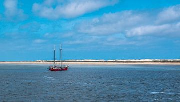 Segelschiff vor der Küste von Terschelling von Rietje Bulthuis