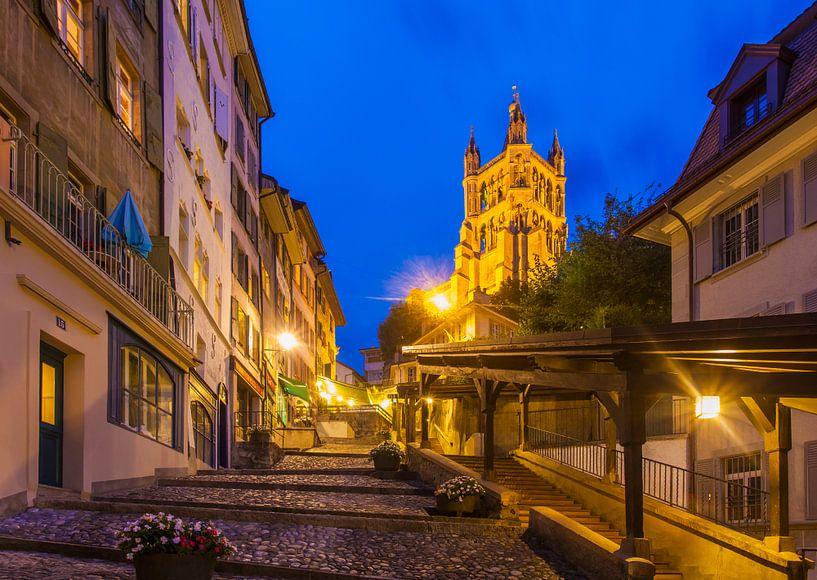 Old town of Lausanne in Switzerland at night van Werner Dieterich