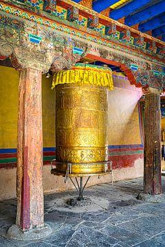 Gebedsmolen in klooster, Tibet van Rietje Bulthuis