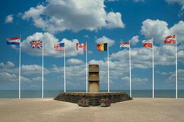 Monument ter herinnering aan D-Day bij Juno Beach aan de Normandische kust. van Gert van Santen