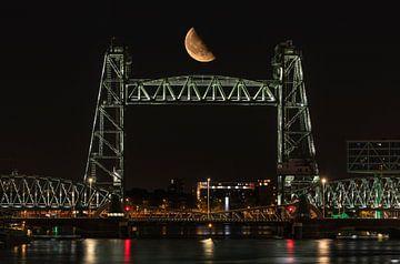 Spoorbrug De Hef in Rotterdam met de halve maan van MS Fotografie | Marc van der Stelt
