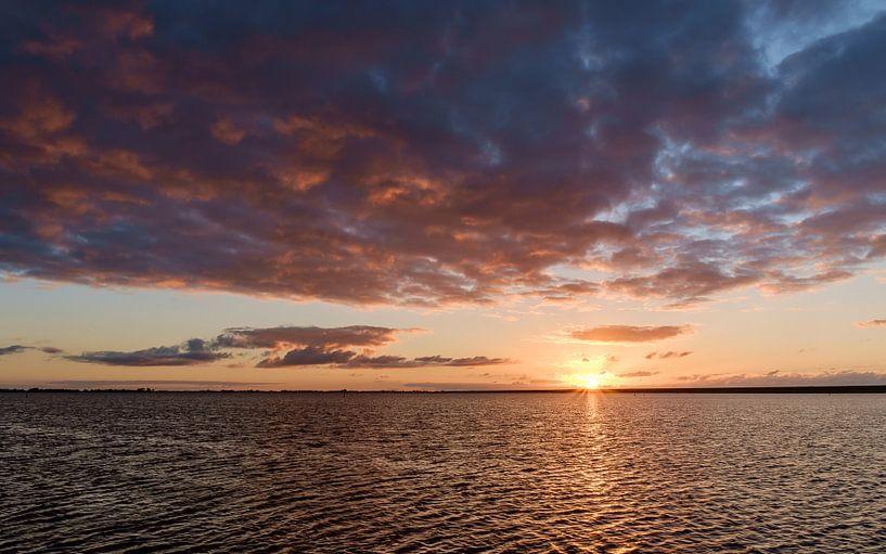 Zonsondergang bij Lauwersoog van Koos de Wit