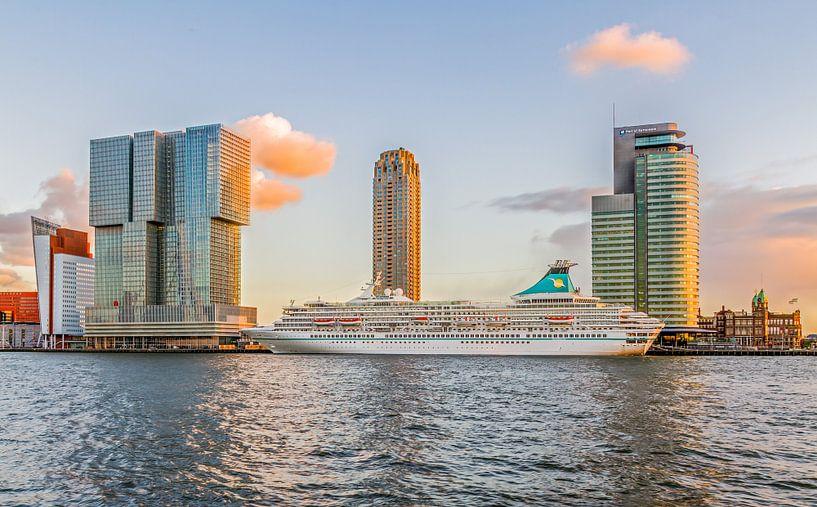 Cruiseschip MS Artania in Rotterdam van MS Fotografie | Marc van der Stelt