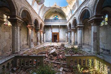 Verlassene Kirche. von Roman Robroek