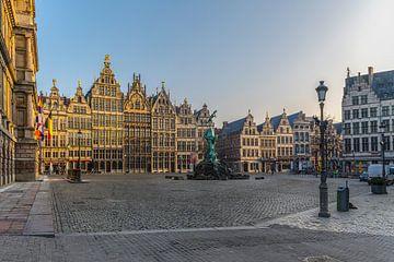 Grote Markt van Antwerpen bij zonsopkomst van Bruno Hermans
