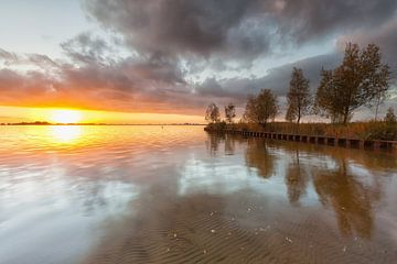 Zonsondergang bij het Schildmeer in Groningen von Ron Buist