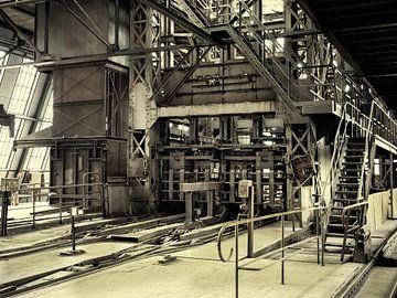 Schachtmond en losvloer steenkolenmijn Beringen (B) van Marianne Dirix