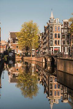 Canal in Amsterdam, Netherlands van Lorena Cirstea