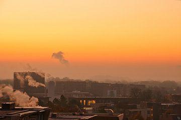 Nebel über der Stadt Weert im November in den limburgischen Niederlanden von J..M de Jong-Jansen