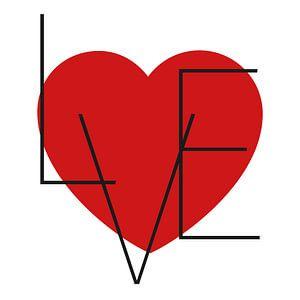 Canvas met rood hart en zwarte letters die love vormen van