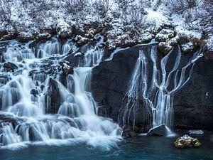 Hraunfossar waterval van