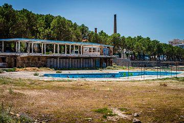 Verlaten zwembad sur Wicek Listwan