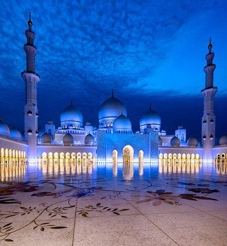 Sheikh Zayed Mosque blue sky van
