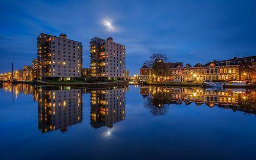 Volle maan boven de Groningen Oosterhaven van