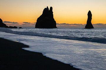 Reynisdrangar an der Südküste Islands von Melissa Peltenburg