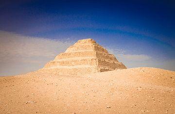 Piramide van farao Djoser in Sakkara in Egypte van Jille Zuidema