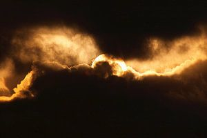 Abstrakte Natur--Sonne in den Wolken-01 sur Katja Goede