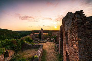 Zonsondergang op het kasteel van Montfort van Christian Klös