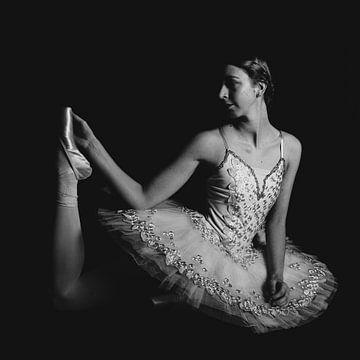 Balletttänzerin in Schwarz und Weiß 01 von FotoDennis.com