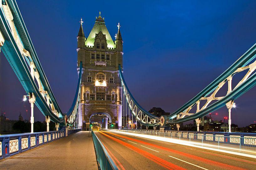 Tower Bridge te Londen van Anton de Zeeuw