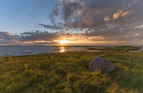 Landschap, zonsondergang in Estland van