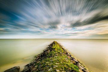 Bewegende wolken boven het IJsselmeer van Damien Franscoise