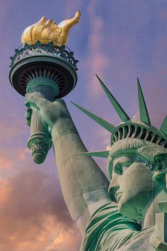 NEW YORK CITY Freiheitsstatue bei Sonnenuntergang