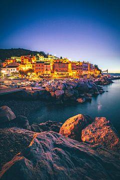 Verlichte Moscenicka Draga in Kroatië, plaats stad op het strand en zee en strand naar de zonsopgang van Fotos by Jan Wehnert