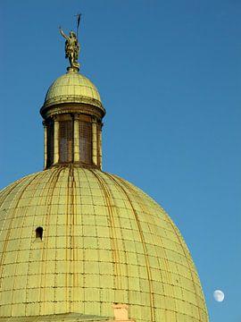 Die Kuppel von Venedig hinter dem Franchetti-Palast von Raymond Wijngaard