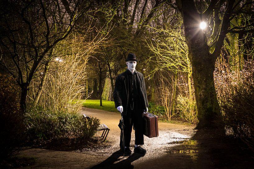 Stranger in the park van Xlix Fotografie