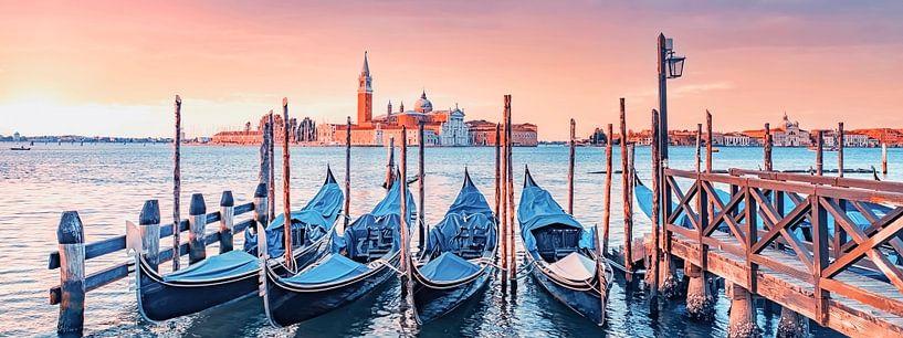 Zonsopgang in Venetië van Manjik Pictures